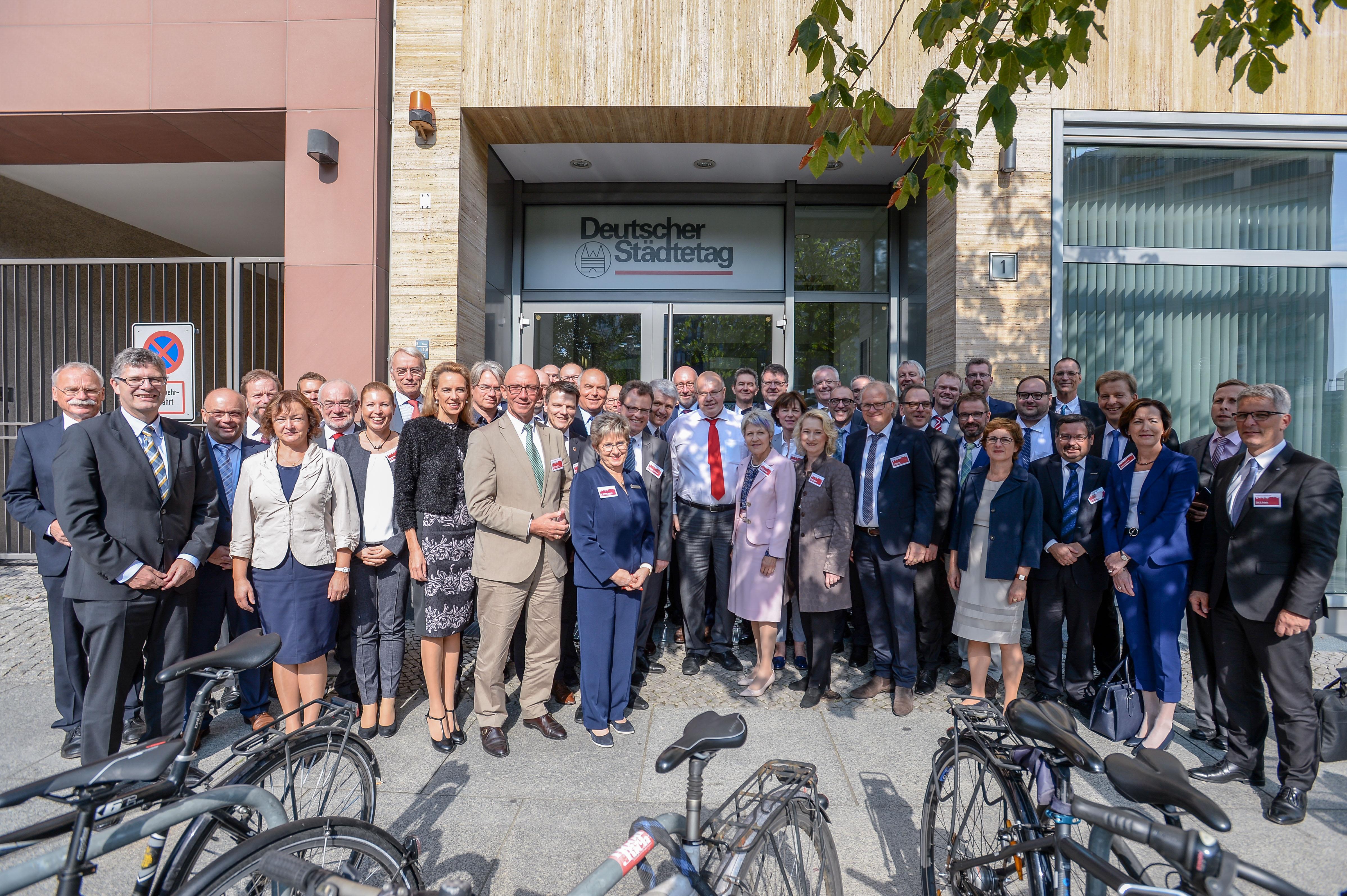 """Aktionsbündnis """"Für die Würde unserer Städte""""  im Bundesrat  - Erste Stadträtin Andrea Pospich war für Cuxhaven in Berlin"""