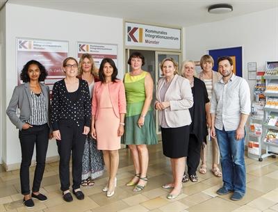Staatssekretärin Serap Güler besucht Kommunales Integrationszentrum