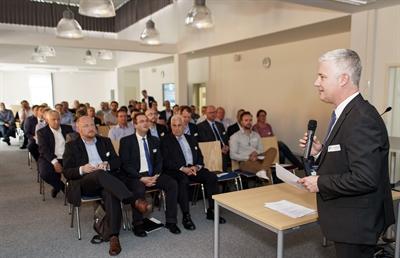 Vorschauversion, Begrüßung der teilnehmenden Firmenvertreter