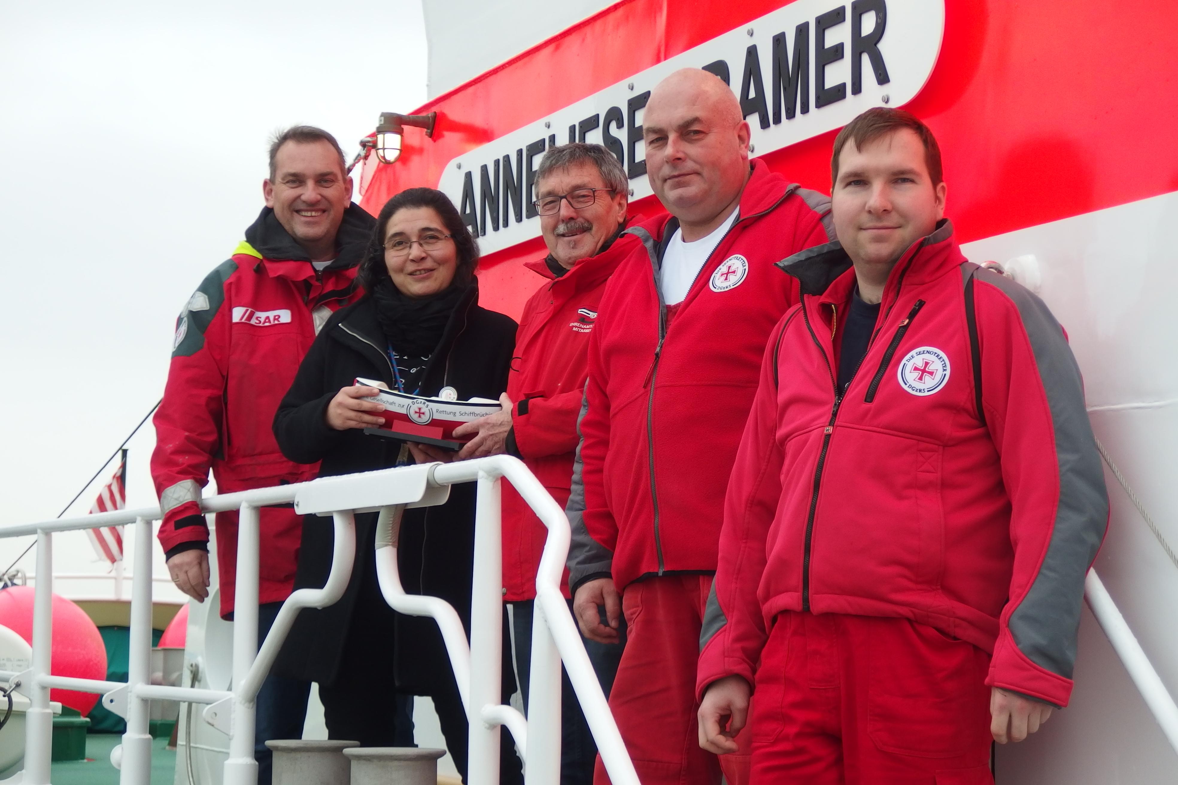 Übergabe der Spendenschiffchen  - Sammlung auf dem Neujahrsempfang der Stadt Cuxhaven
