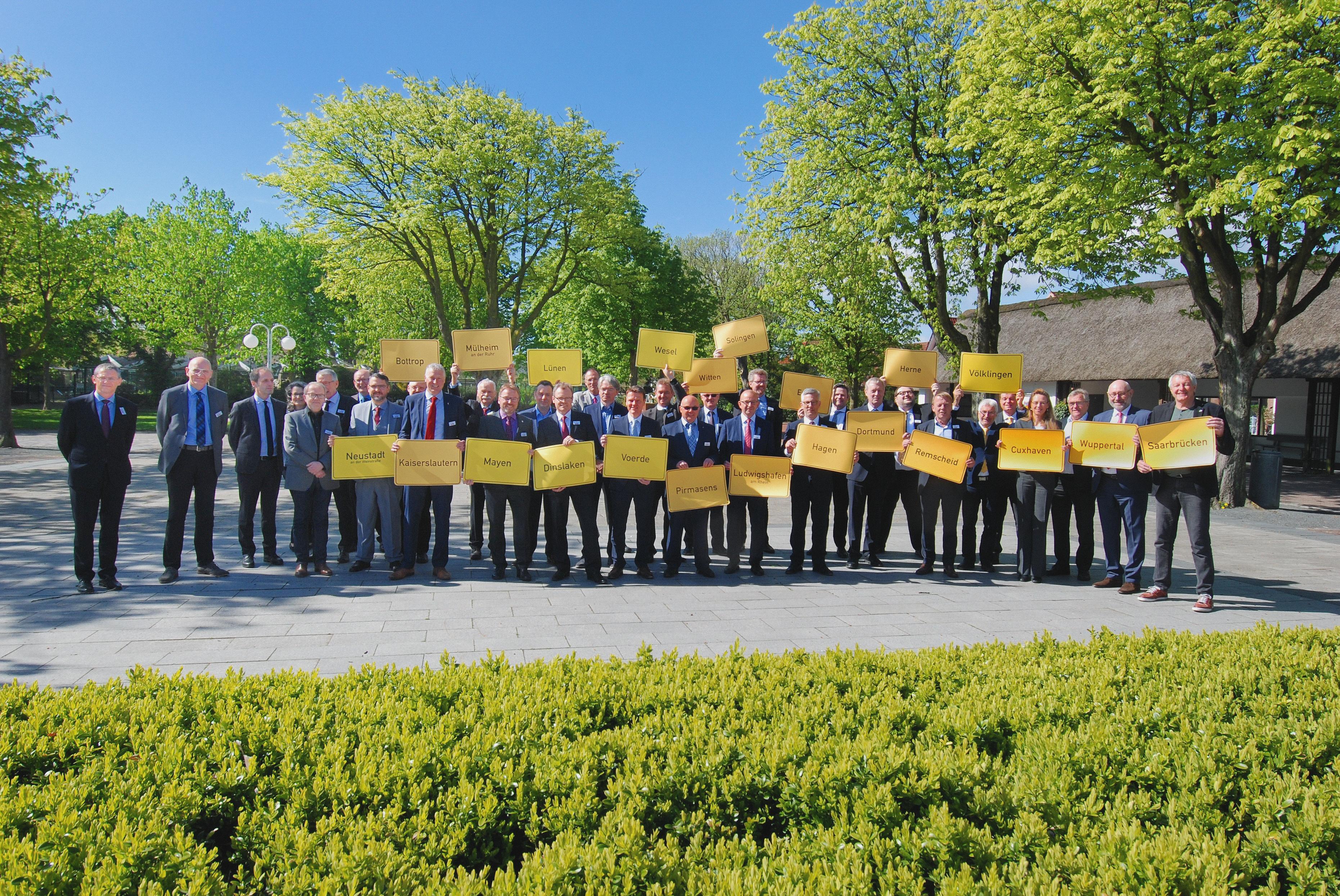 """Cuxhavener Appell zur Bildung eines Altschuldenfonds  - """"Drittelung bei Übernahme der Kommunalschulden"""""""