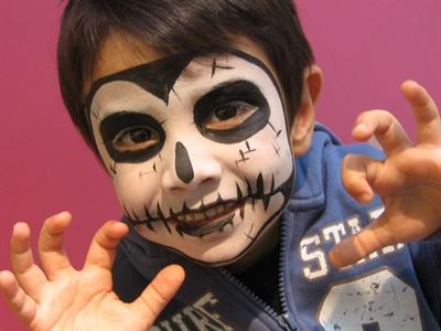 Mayersche Buchhandlung Kinderschminken Zu Halloween Pressemitteilung