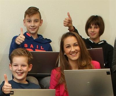 Junge Uni in Bocholt Isabel Testroet mit Kids (Archivfoto: Stadt Bocholt)