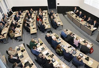 Kreistag tagt im Sitzungssaal