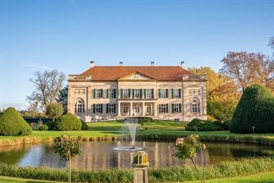 Das Herrenhaus Harkotten in Sassenberg ist ein Highlight auf dem Ostkurs der 100 Schlösser Route. Herrenhaus Harkotten © Münsterland e.V./Philipp Fölting