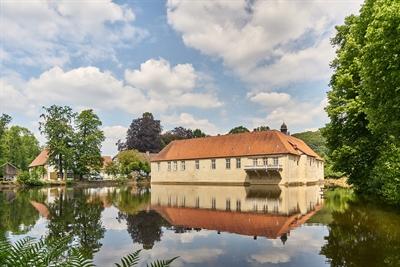 Das Haus Marck in Tecklenburg ist eine wunderschöne Überraschung auf dem Nordkurs der 100 Schlösser Route. Haus Marck © Münsterland e.V./Philipp Fölting