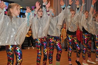 Musikschule: Singende und tanzende Kinder
