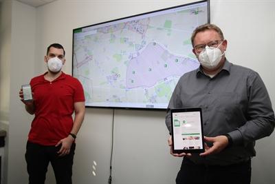 Stefan Menze (li.) und Thomas Westhoff vom Geodatenmanagement der Kreisverwaltung Borken haben die Weiterentwicklung des