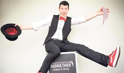 Der Zauberkünstler Endrik Thier übernimmt die Moderation des Samstagnachmittags beim