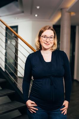 Judith Deitert ist seit Juli 2021 gemeinsam mit ihrem Bruder und Vater Mitglied der Geschäftsführung der PFREUNDT GmbH in Südlohn. © PFREUNDT GmbH