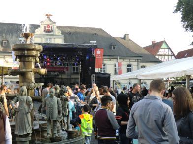 ©  - Altstadtfest - Publikum auf dem Rathausplatz