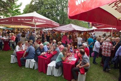 ©  - Soester Winzermarkt Besucher und Stände
