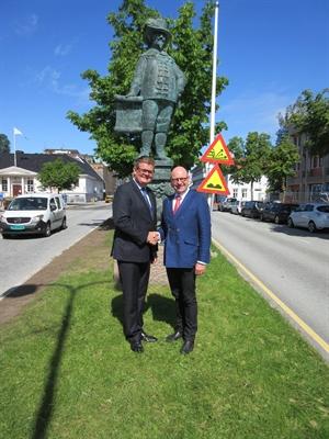 Eine Statue  erinnert in Kristiansand