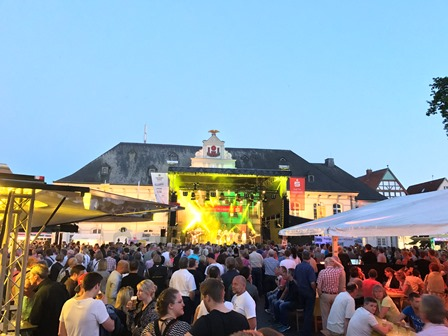 ©  - Altstadtfest Rathausplatz Bühne