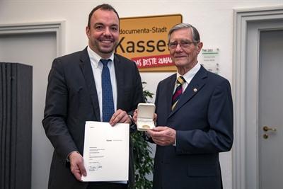 Goldene Sportplakette für Prof. Dr. Eide-Dittmar Lübs
