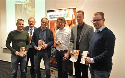 ©  - Am 1. September 2019 startet der erste Bocholter Halbmarathon. Am 21.12.2018 stellten die Veranstalter, der Stadtsportverband Bocholt, Stadtmarketing Bocholt und die Stadt Bocholt das komplette Paket vor. Auf dem Foto v.l.n.r: Markus Schürbüscher (SSV), Bernd Kleine-Rüschkamp (Volksbank Bocholt eG), Ullrich Kuhlmann (SSV), Jürgen Elmer (WattExtra - BEW - Bocholter Energie- und Wasserversorgung GmbH), Ludger Dieckhues (Stadtmarketing) und Thomas Boekhorst, Fachbereich Jugend, Familie, Schule und Sport der Stadt Bocholt - Foto: Bruno Wansing, bocholt.de