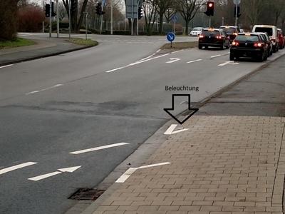 ©  - Bei Dämmerung und Dunkelheit weist eine Markierungsleuchte den Radfahrern den Weg.