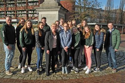 ©  - Bocholts zweite stellvertretende Bürgermeisterin Hanni Kammler empfing am 11.2.2019 eine Schülergruppe aus dem niederländischen Noordwijkerhout, die Gast des Mariengymnasiums ist - Foto: Bruno Wansing, bocholt.de