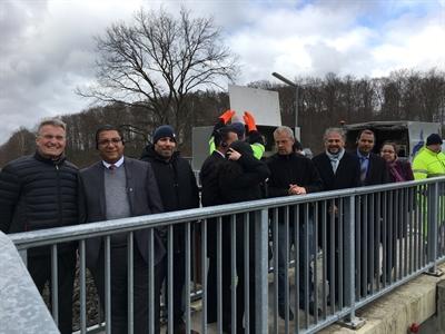 ©  - Das Foto zeigt die Besichtigung des Hochwasserschutzbaus am Bahndamm Ehmen mit Vertretern der WEB (Dr. Gerhard Meier, Vorstand WEB, 1. vl; Sofien Dhouioui, Verwaltungsleiter Jendouba, 2. Vl; Ammar Ayadi, Bürgermeister Jendouba, 3.vr).