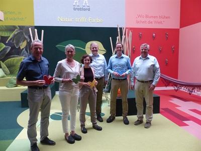 """©  - Ortstermin zum Projekt """"ÖKOPROFIT""""  beim Unternehmen """"Weseler Teppich"""": (v. li.) Dr. Stefan Große-Allermann (B.A.U.M. Consult), Edith Gülker (Kreis Borken), Ingrid von Eerde (Klimaschutzmanagerin Stadt Wesel), Markus Haick (Geschäftsführer Weseler Teppich GmbH & Co. KG), Rouven Boland (Kreis Borken), Thomas Venhorst (Kreishandwerkerschaft Borken)"""