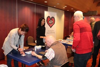 ©  - Blutdruckmessungen_Arzt-Patienten-Seminar