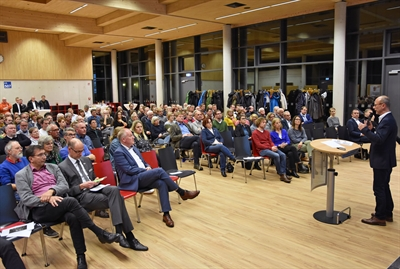 ©  - Über 180 Interessierte waren zur Auftaktveranstaltung für das Klimabündnis Lippstadt gekommen, um sich über die Idee des Klimabündnisses und die weiteren Schritte zu informieren. Foto: Stadt Lippstadt