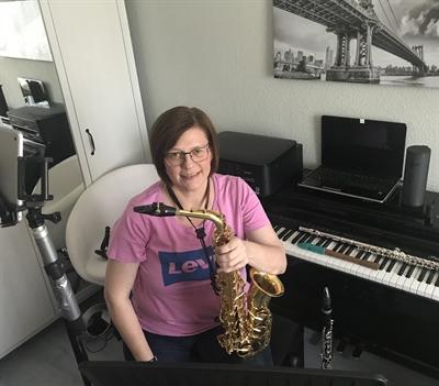 © Stadt Hemer - Auch Musikschullehrerin Birgit Maiworm unterrichtet von Zuhause aus.