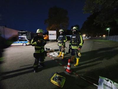 © Feuerwehr Hemer - Die Feuerwehr konnte nur unter Atemschutz arbeiten.