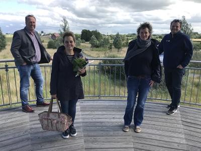 ©  - Die Stadt Cuxhaven begrüßt Susanne Möbes (2.v.l.) in ihrem neuen Amt. Zur Einführung gratulierten Oberbürgermeister Uwe Santjer (l.), Anja Stute (2.v.r.) und Martin Adamski (r.). Foto: Stadt Cuxhaven