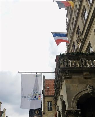 Städtepartnerschaft Münster-Orléans Jubiläumsflagge