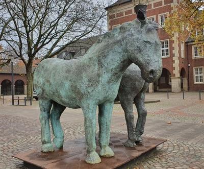 ©  - Pferdeskulptur auf dem Marktplatz
