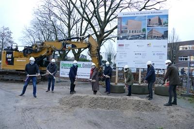 © Stadt Borken - Erster Spatenstich für die neue Rathauserweiterung.