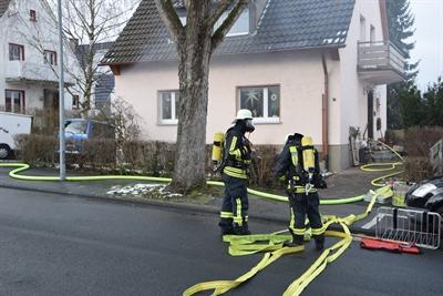 © Feuerwehr Hemer - Nur unter Atemschutz konnten die Einsatzkräfte in das Gebäude vorgehen