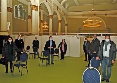 ©  - Bundes- und Landtagsabgeordnete besichtigten auf Einladung von Landrat Marco Voge den Impfstandort in der Historischen Schützenhalle Lüdenscheid