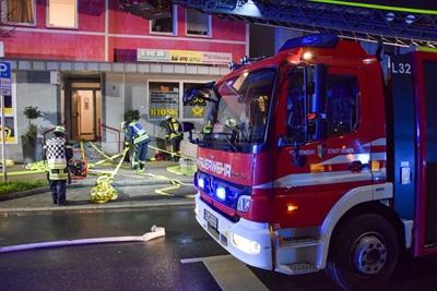 © Feuerwehr Hemer / Stock - Vorsorglich wurde auch die Drehleiter in Stellung gebracht