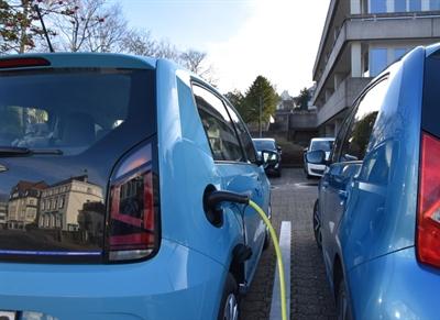 ©  - Zulassung_Fahrzeuge_E_Auto_Kreishaus
