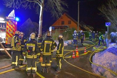 © Feuerwehr Hemer - 83 Einsatzkräfte waren bei der Kälte im Einsatz.