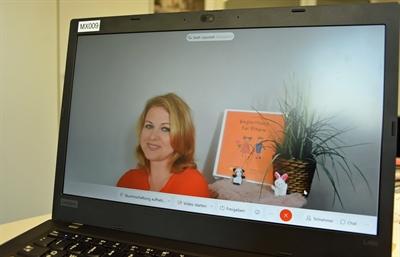 © Stadt Lippstadt - Verena Gimm-Burnic vom Team der Mobilen Beratung berät Eltern auch per Videosprechstunde. Foto: Stadt Lippstadt