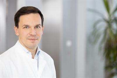 Dr. Simon Larrosa-Lombardi