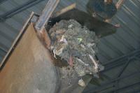 Mit dem Rechen herausgefilterte Abfälle aus dem Abwasser