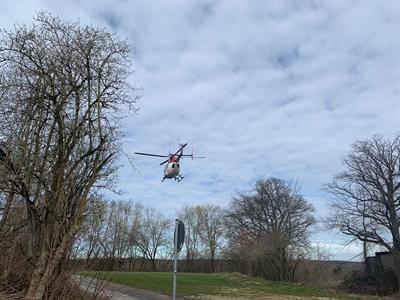 © Feuerwehr Hemer - Der Hubschrauber landete auf einer Wiese in der Nähe des Unfallortes