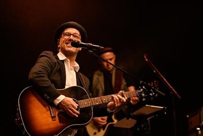 Lou Dynia ist Singer & Songwriter aus Bocholt.