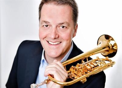 Prof. Peter Mönkediek ist Solo-Trompeter aus Ahaus.