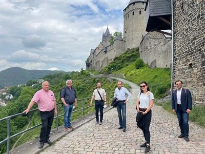 ©  - Die Burg Altena durfte bei dem Besuchsprogramm der Gäste aus Elbe-Elster nicht fehlen. Foto Detlef Krüger/Märkischer Kreis.