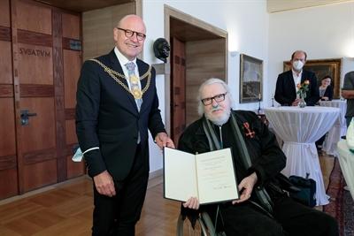 Bundesverdienstkreuz Hügel