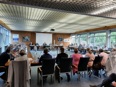 ©  - Zum ersten Mal ist der Rat wieder im Ratssaal unter Hygieneauflagen und Einhaltung der 3G-Regeln.