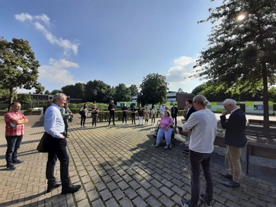 ©  - Die Führung über das rund 12.000 Quadratmeter große Gelände kam bei den Mitgliedern des Jugendhilfeausschusses super an.