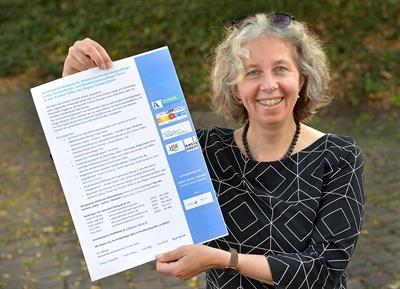 © Kreis Soest - Netzwerkkoordinatorin Kerstin Werner von der Stadt Lippstadt steht für Rückfragen zur Zertifizierung zur Verfügung. Foto: Kreis Soest